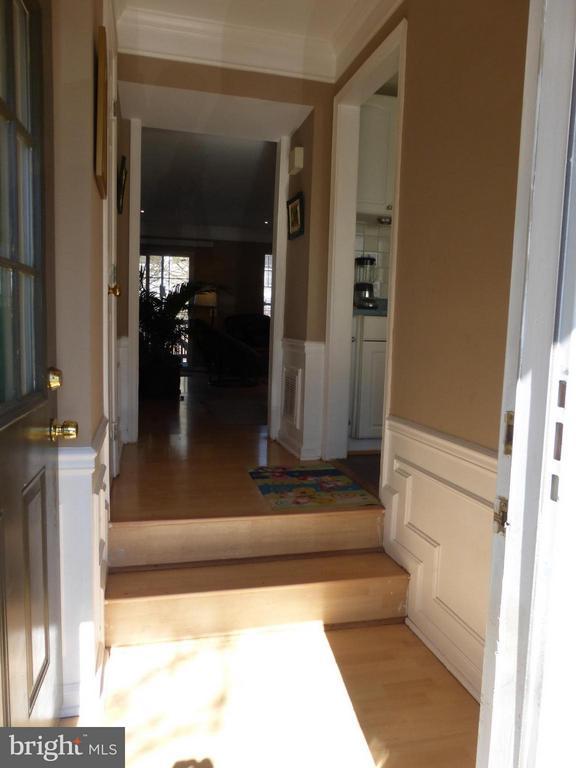 Entrance Foyer - 333 BRIDLE CREST SQ NE, LEESBURG