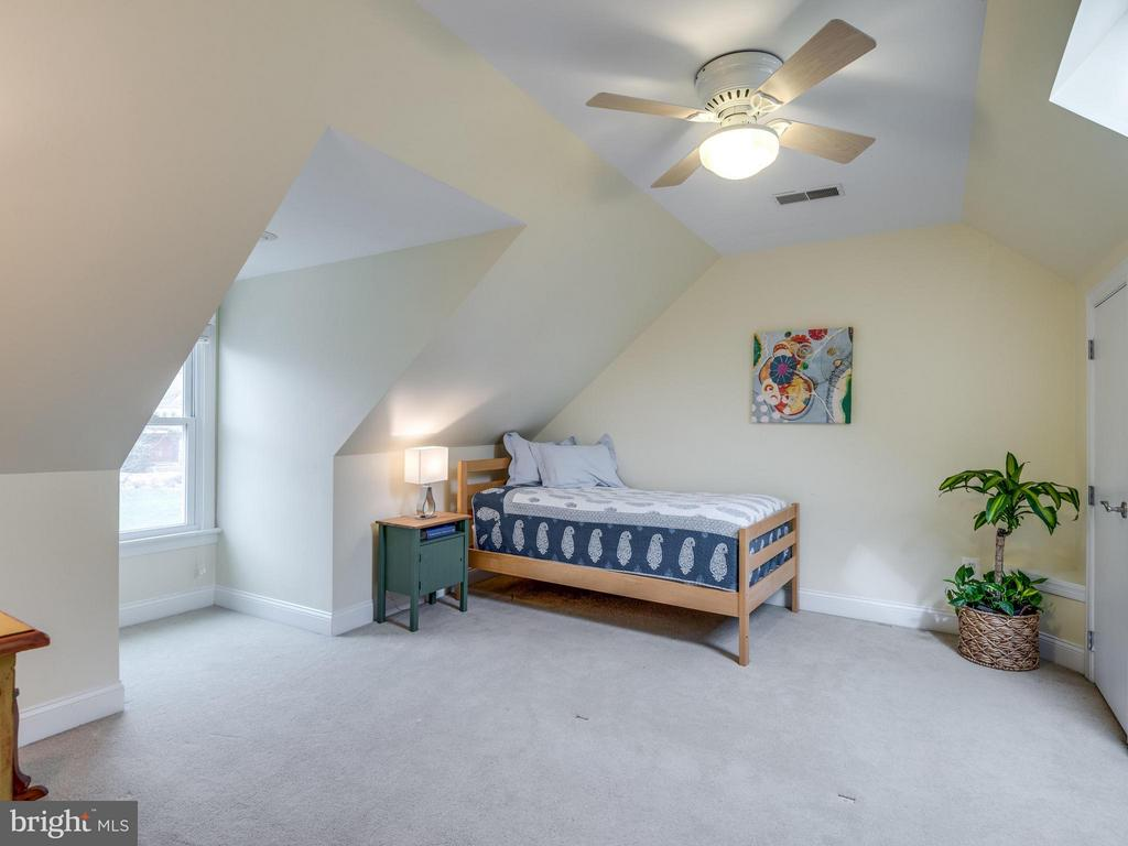 Loft Bedroom with so much Character! - 3169 MARY ETTA LN, OAK HILL