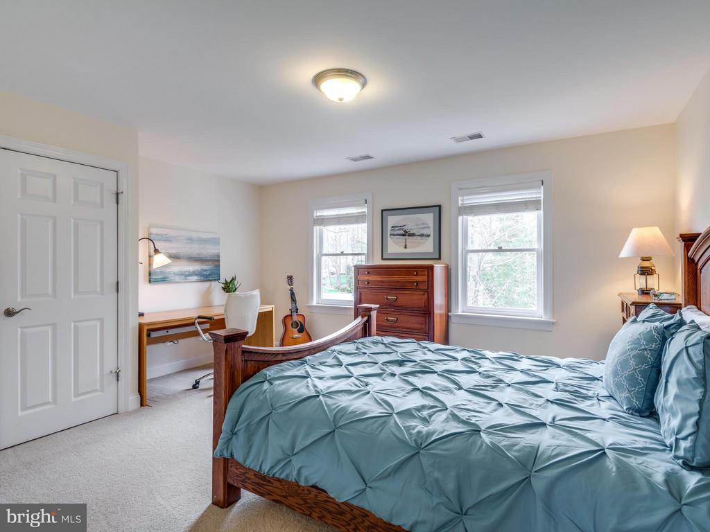 Large bedroom with double windows - 3169 MARY ETTA LN, OAK HILL