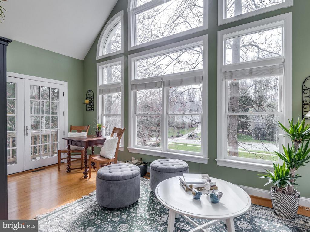 Light filled Sunroom w/french door to deck - 3169 MARY ETTA LN, OAK HILL