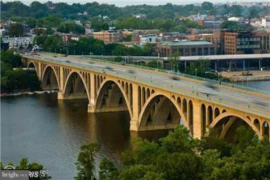 STROLL OR SHUTTLE ACROSS KEY BRIDGE TO GEORGETOWN - 1121 ARLINGTON BLVD #646, ARLINGTON
