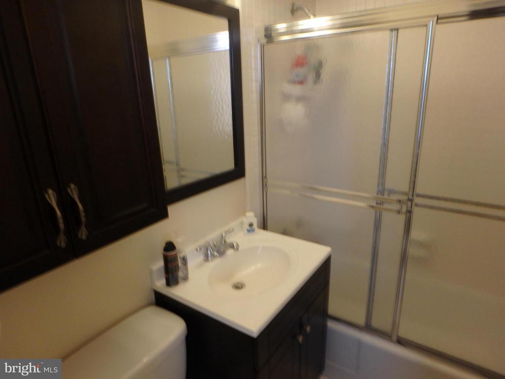 UPDATED BATH - 1111 ARLINGTON BLVD #717, ARLINGTON