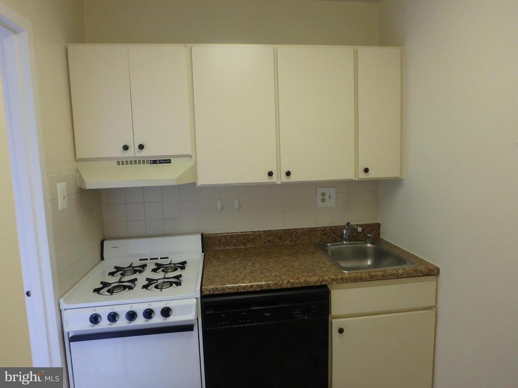 Kitchen - 1111 ARLINGTON BLVD #717, ARLINGTON