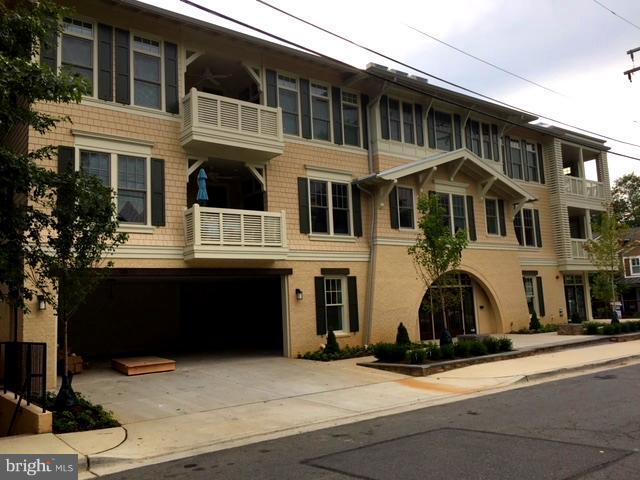 Single Family for Sale at 901 Glyndon St SE #302 Vienna, Virginia 22180 United States