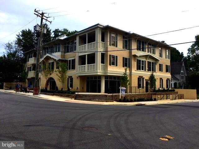 Additional photo for property listing at 901 Glyndon St SE #302  Vienna, Virginia 22180 United States