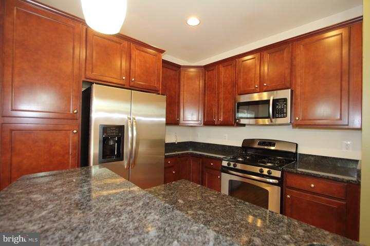 Kitchen-ALt view - 9551 SOUTH HALL TER, MANASSAS