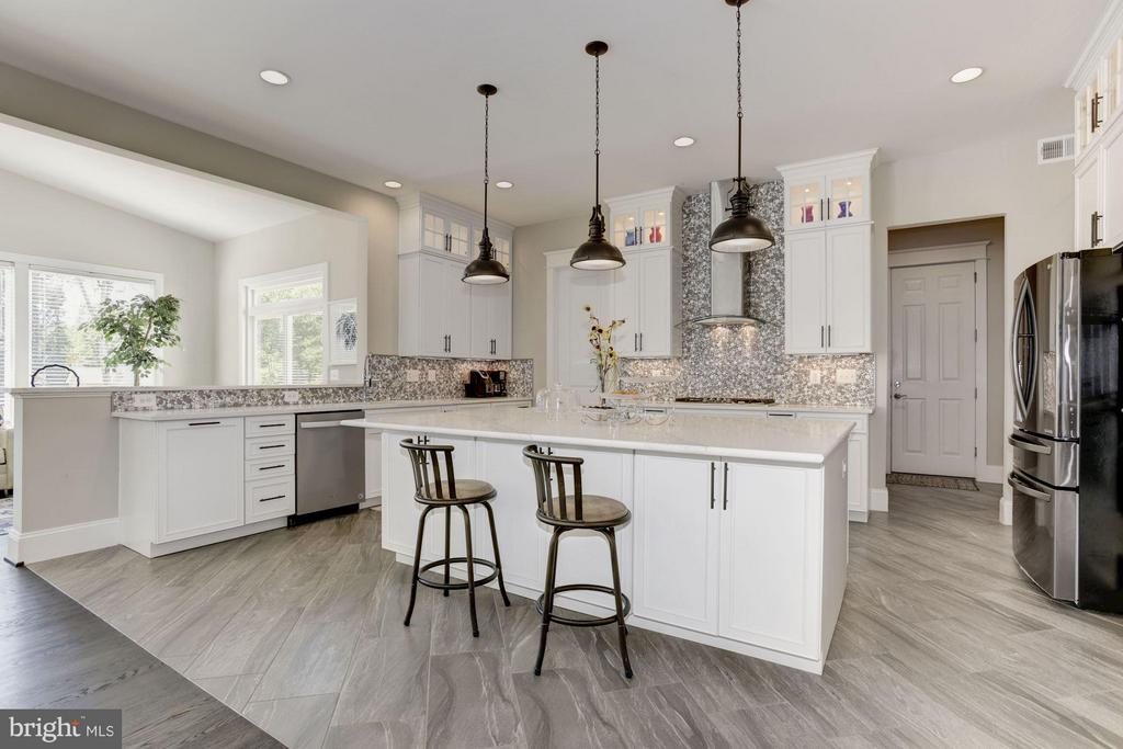 High end finishes throughout - 5694 COLCHESTER RD, CLIFTON