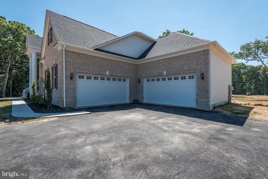 4 Car Garage - 5694 COLCHESTER RD, CLIFTON