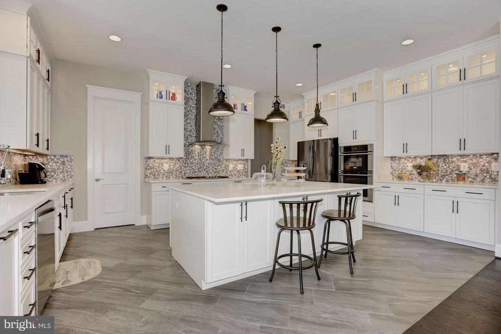 Superb kitchen appointments - 5694 COLCHESTER RD, CLIFTON