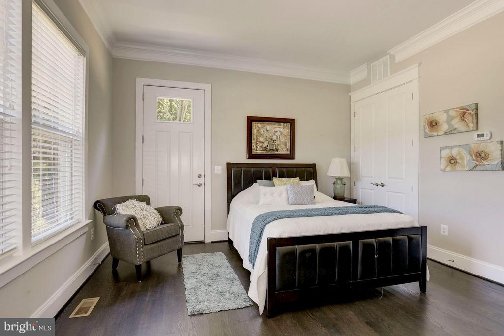 Main level en-suite for guests - 5694 COLCHESTER RD, CLIFTON