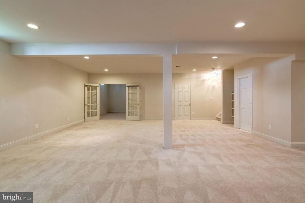 Plenty of Space for Entertaining - 20093 WHISTLING STRAITS PL, ASHBURN
