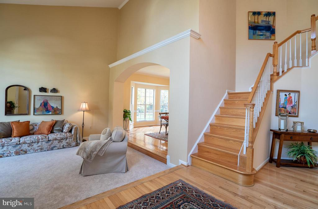 Grand 2-Story Foyer Entrance Open to Floor Plan - 20660 PARKSIDE CIR, STERLING
