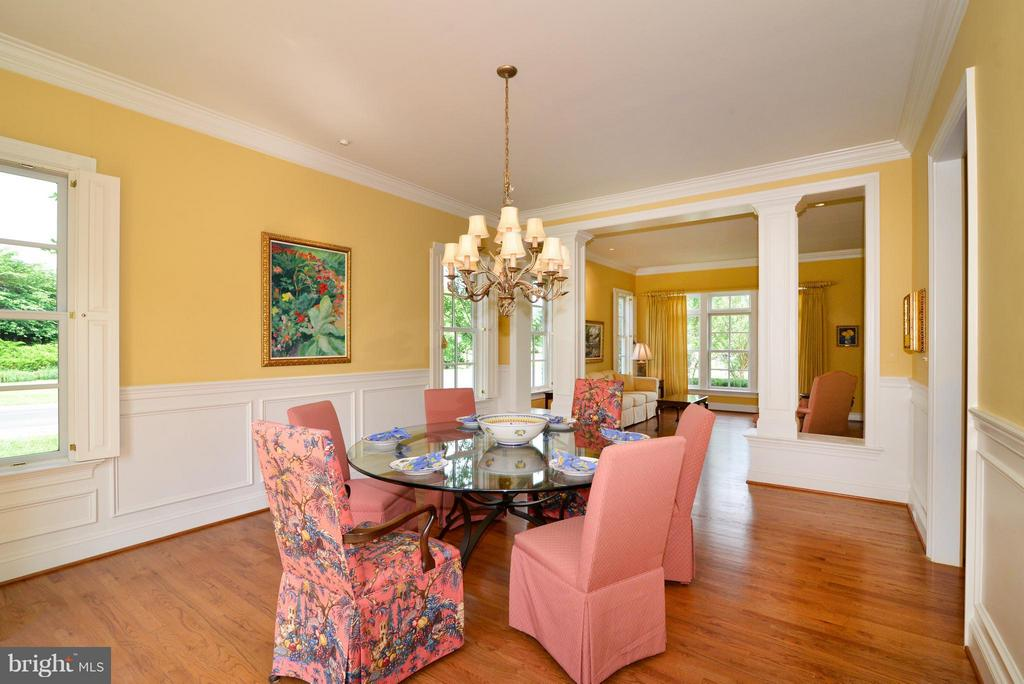 Formal dining room with wainscoting - 41707 PUTTERS GREEN CT, LEESBURG