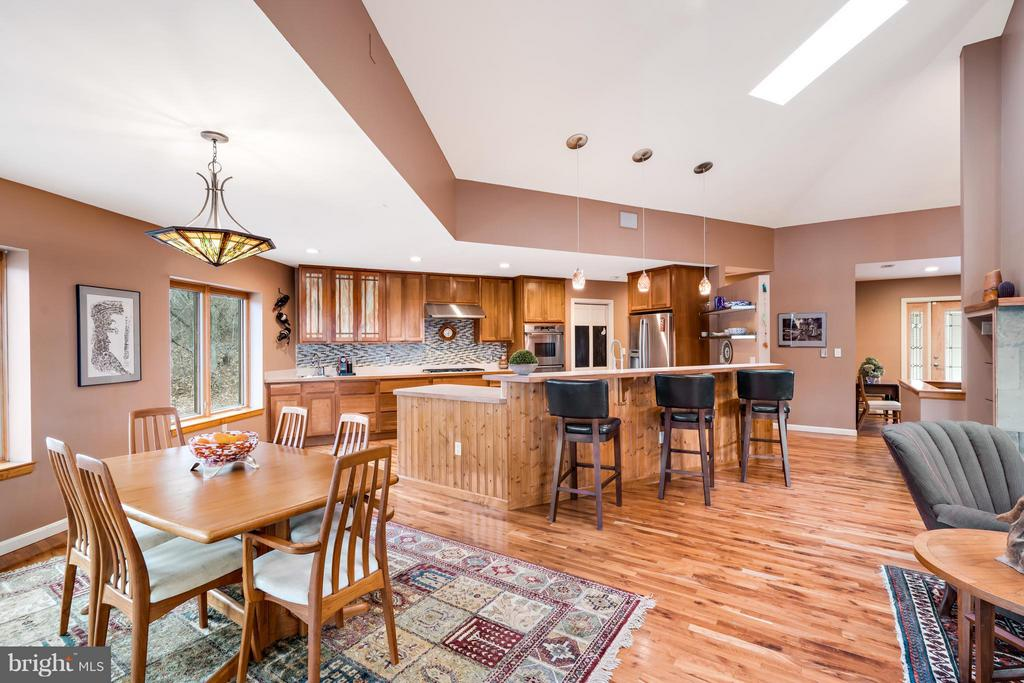 Open Concept with Loads of Natural Sunlight! - 23 FISHHAWK PASS LN, FLINT HILL