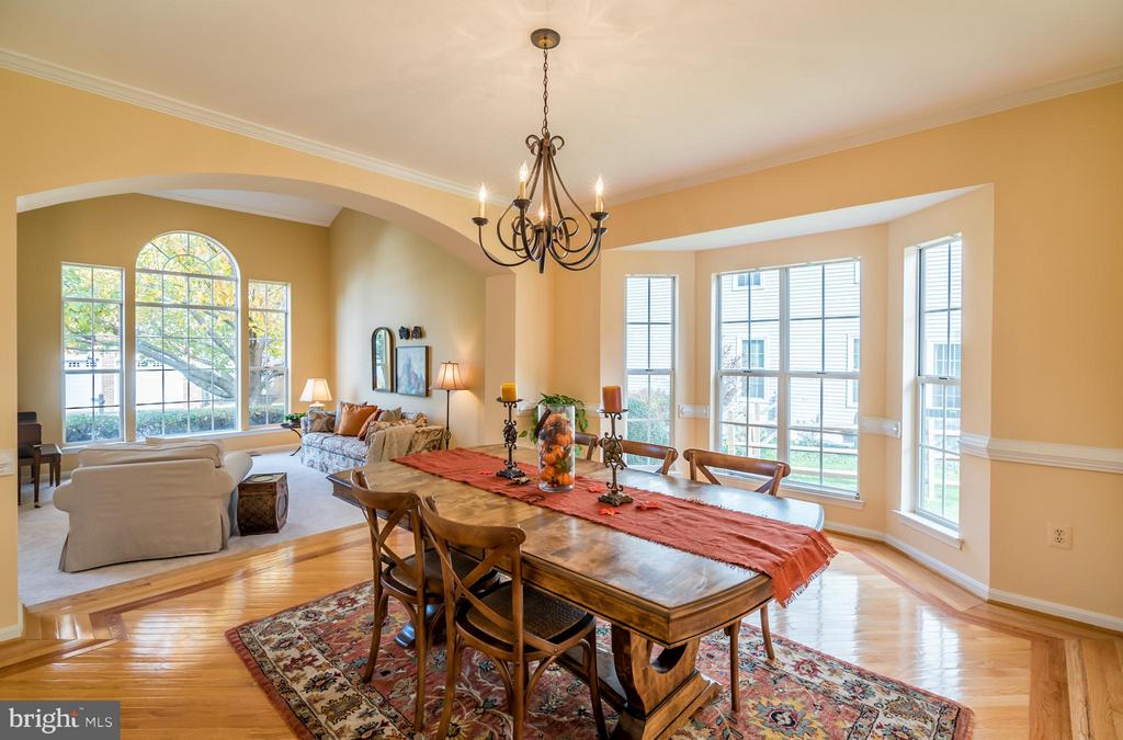 Formal Dining Room with Bump Out Windows - 20660 PARKSIDE CIR, STERLING