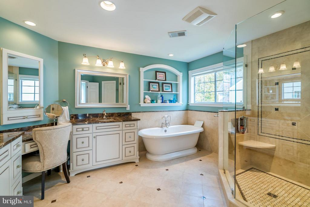 OH MY! Fully Renovated Master Bathroom MUST SEE! - 20660 PARKSIDE CIR, STERLING