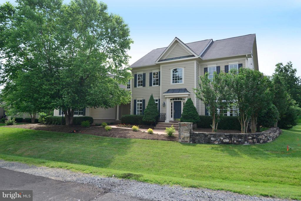 Welcome home! - 41707 PUTTERS GREEN CT, LEESBURG
