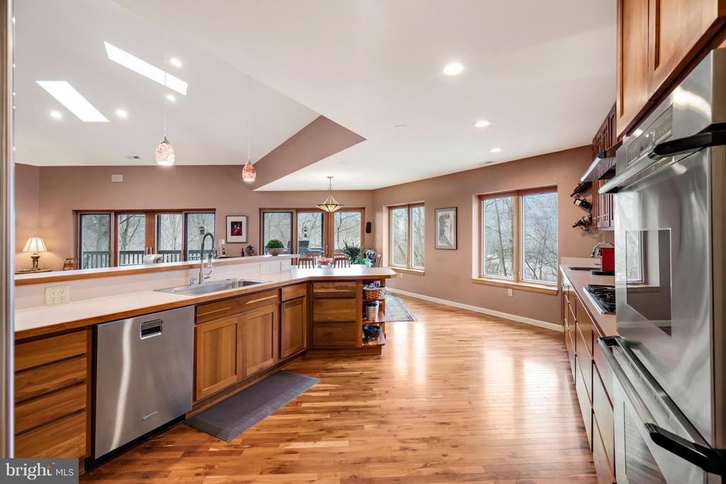 Beautifully integrated into living space w/views - 23 FISHHAWK PASS LN, FLINT HILL