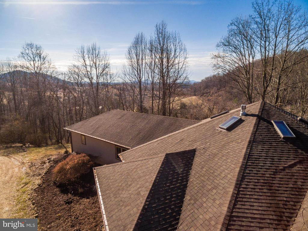 Hexagon design takes full advantage of VIEWS! - 23 FISHHAWK PASS LN, FLINT HILL