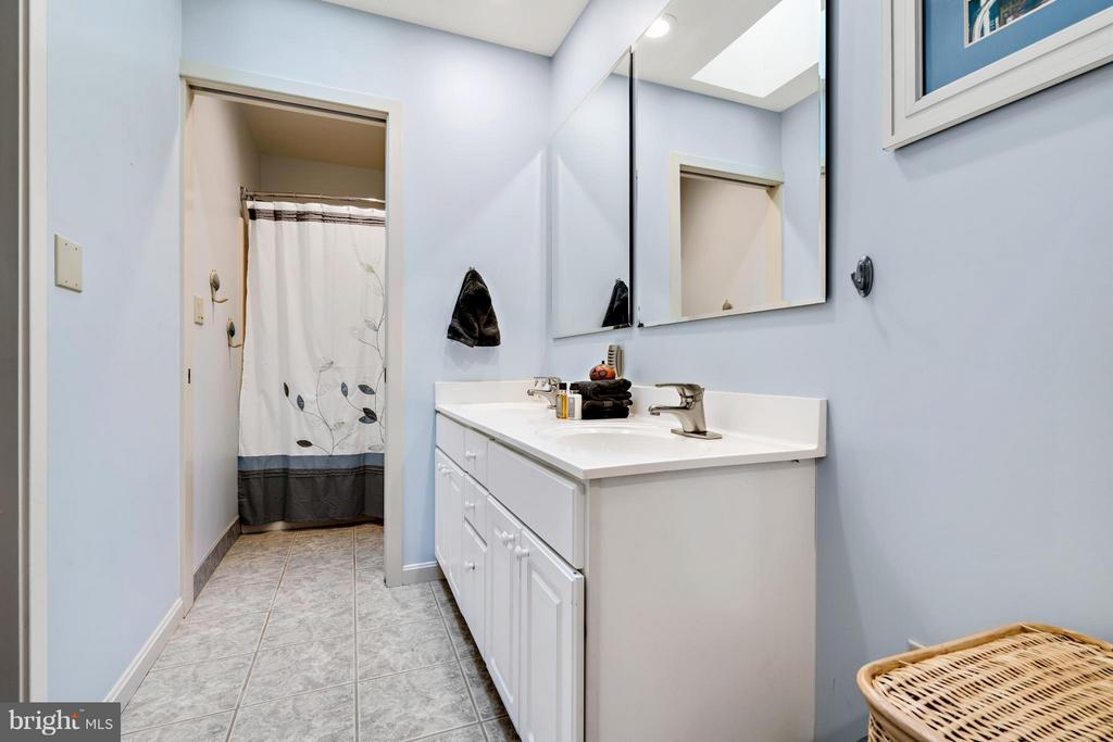 There are 5 1/2 Bathrooms in this Home - 23 FISHHAWK PASS LN, FLINT HILL