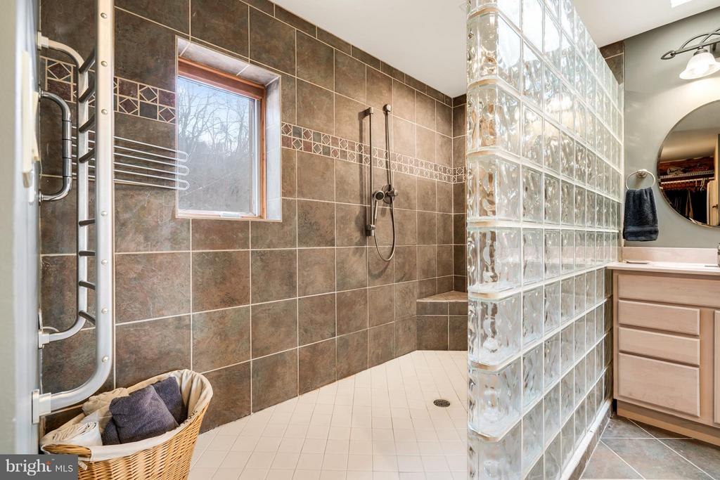 Luxury Shower with Heated Towel Bar - 23 FISHHAWK PASS LN, FLINT HILL