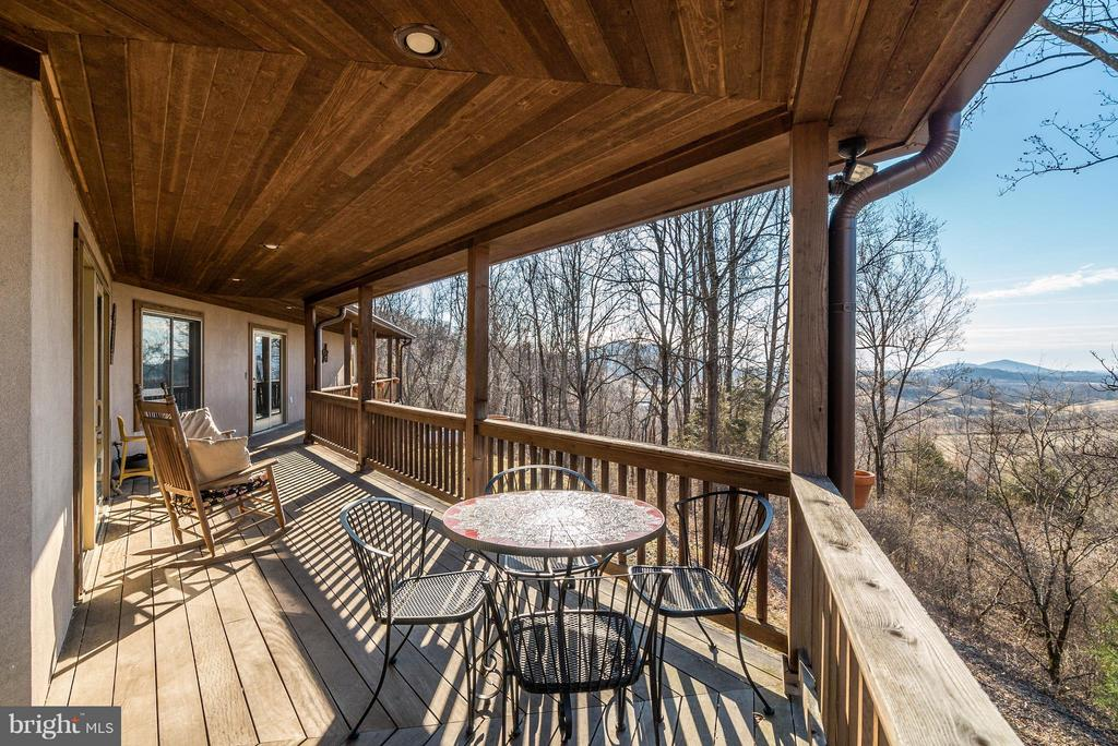 Oriented for Passive Solar Exposures & VIEWS! - 23 FISHHAWK PASS LN, FLINT HILL