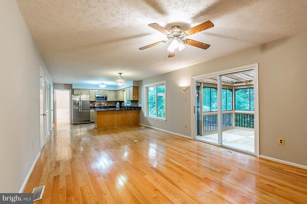 Kitchen and Breakfast Area from Family Room - 15324 EDGEHILL DR, DUMFRIES