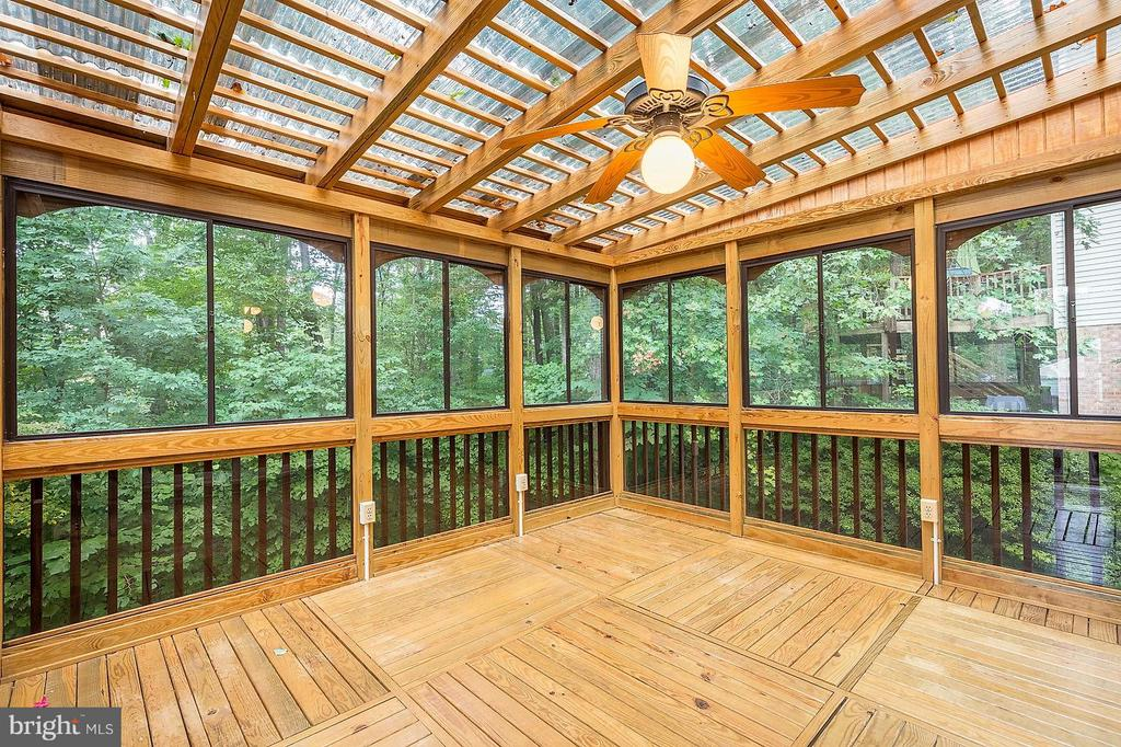 3 Seasons Room with Light, Ceiling Fan outlets - 15324 EDGEHILL DR, DUMFRIES