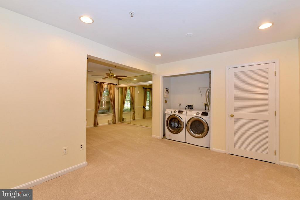 Laundry - 43172 LAWNSBERRY SQ, ASHBURN
