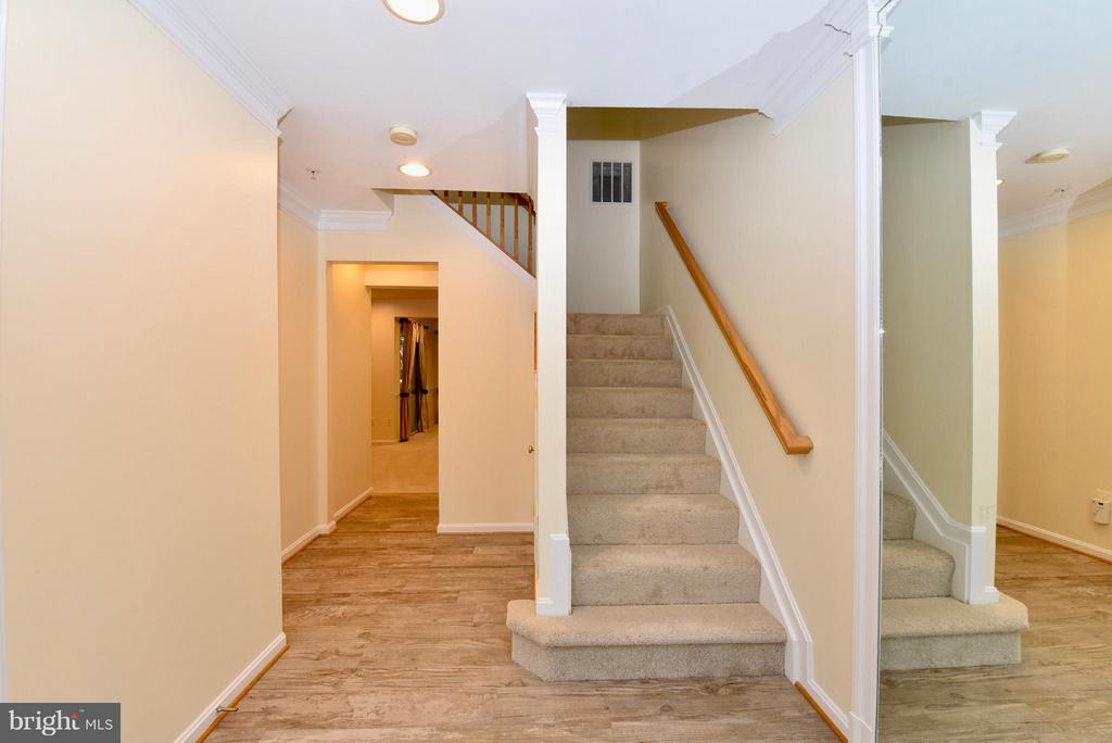 Entry Way - 43172 LAWNSBERRY SQ, ASHBURN