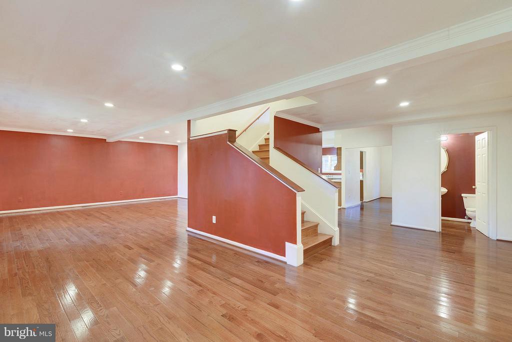Foyer View to Family Room - 1341 GORDON LN, MCLEAN