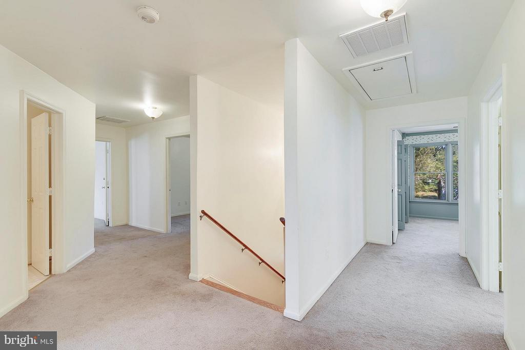 Upper Level Hallway - 1341 GORDON LN, MCLEAN
