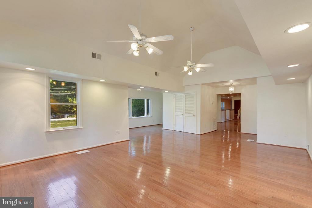 Great Room with Cathedral Ceiling - 1341 GORDON LN, MCLEAN