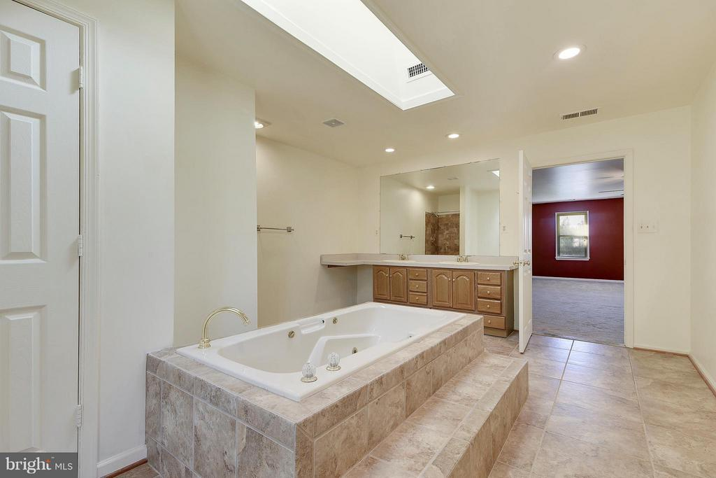 Master Suite Bath with Double Bowl Vanity - 1341 GORDON LN, MCLEAN