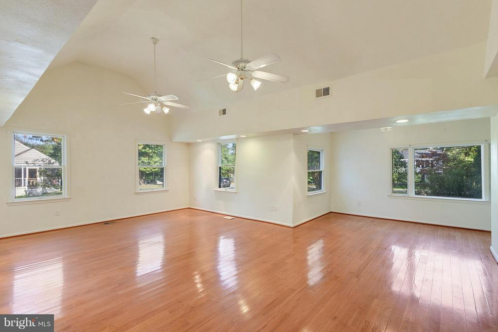 Great Room with Seperate Entrance - 1341 GORDON LN, MCLEAN