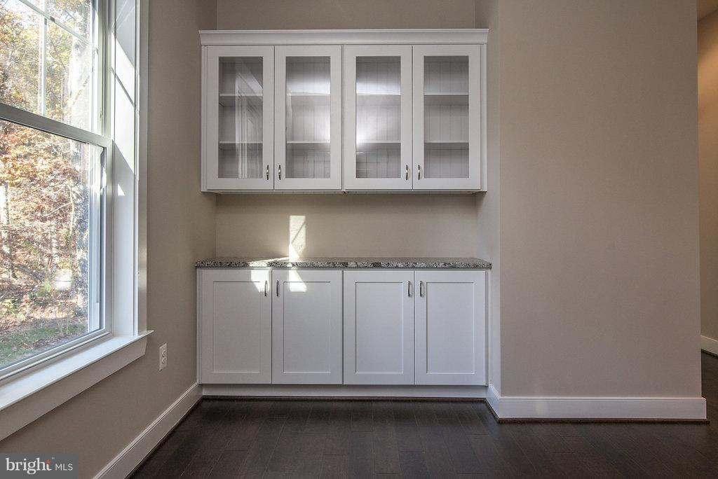 Display Cabinetry and Serving Counter in Nook - 10918 COBBLE RUN, SPOTSYLVANIA