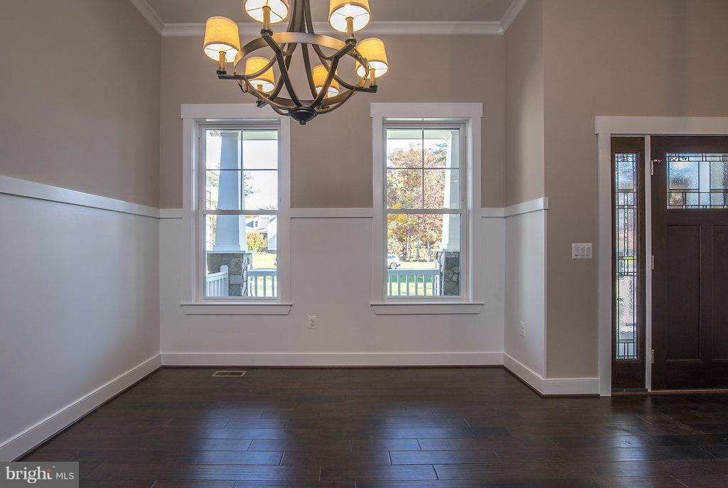 Open Dining Space with Lots of Trim - 10918 COBBLE RUN, SPOTSYLVANIA