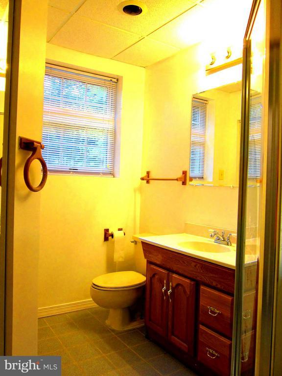 Bath - 5901 COLCHESTER RD, FAIRFAX
