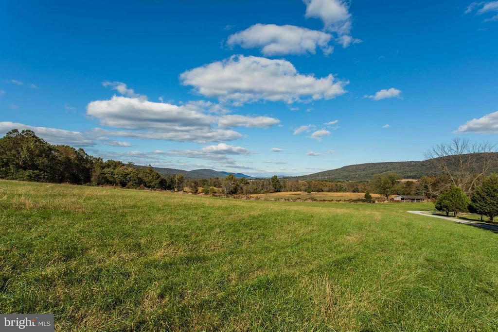 Expansive Views - 12717 HARPERS FERRY RD, PURCELLVILLE