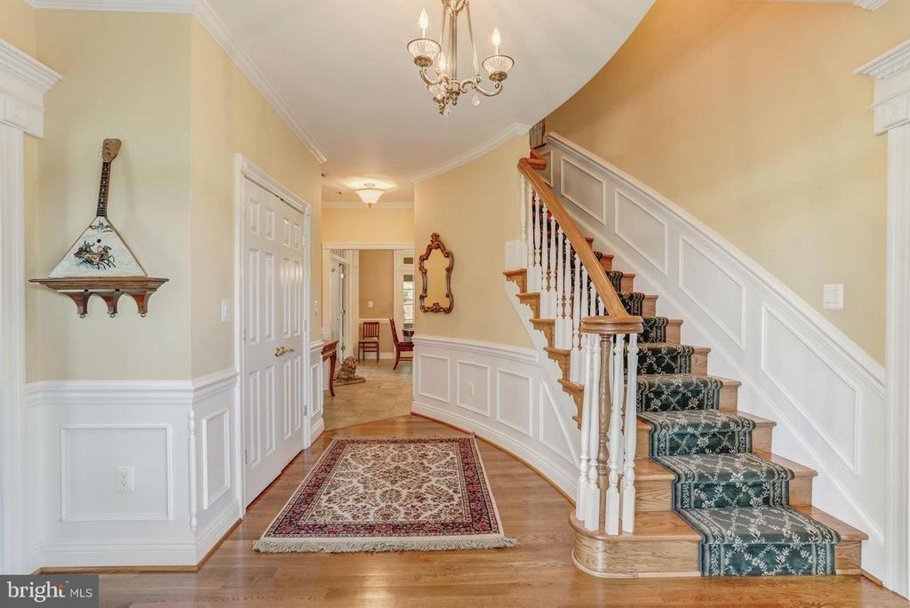 Grand Curved Staircase - 12717 HARPERS FERRY RD, PURCELLVILLE