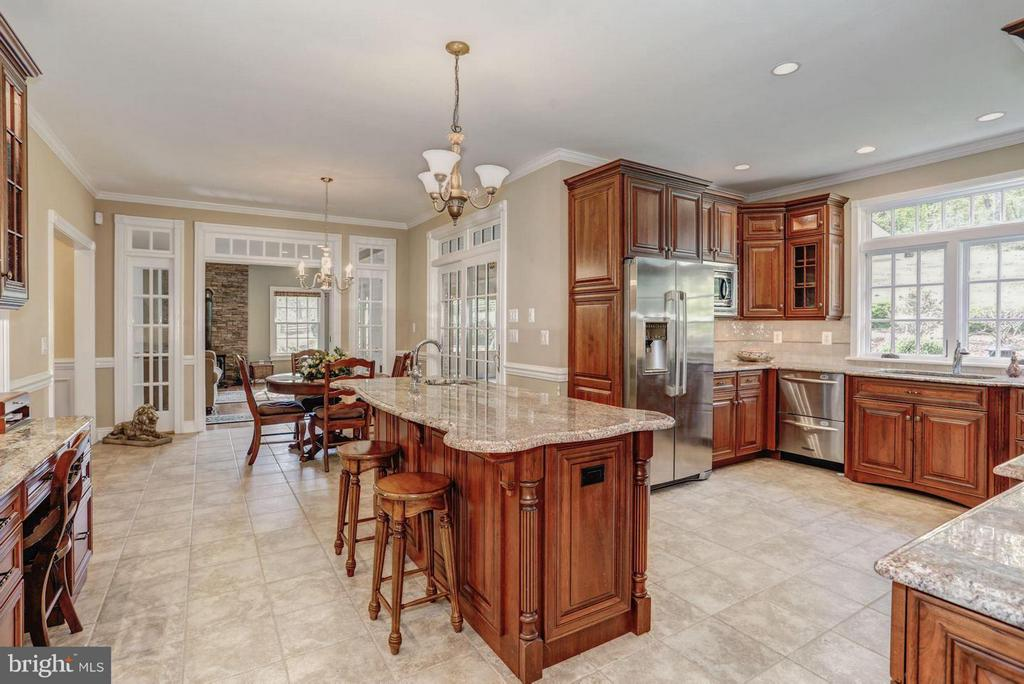 Well Equipped Gourmet Kitchen & Breakfast Area - 12717 HARPERS FERRY RD, PURCELLVILLE