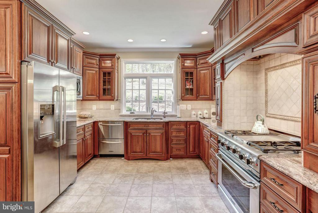 Chef's Kitchen with Professional Grade Appliances - 12717 HARPERS FERRY RD, PURCELLVILLE