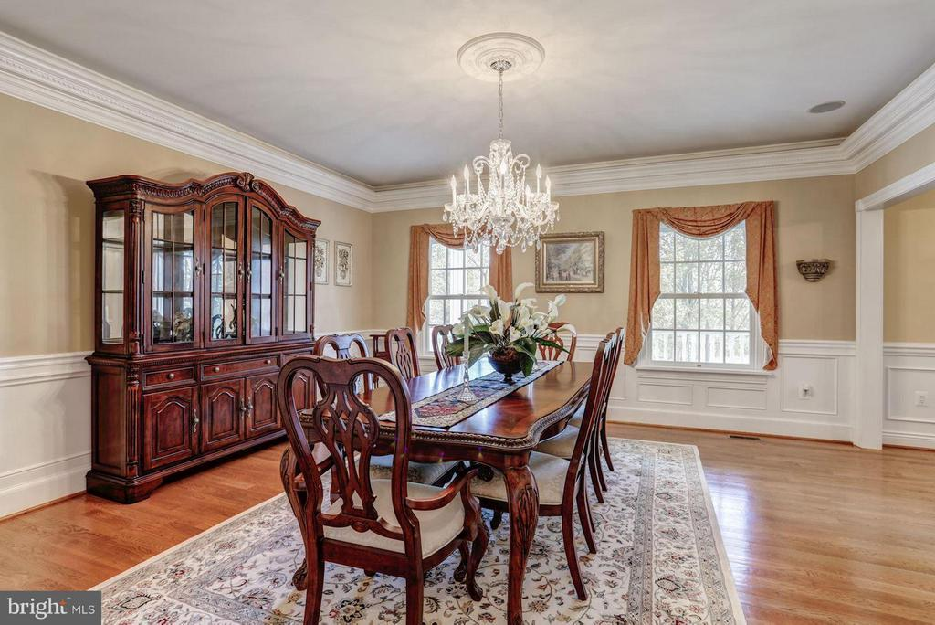 Dining Room with Beautiful Chandelier - 12717 HARPERS FERRY RD, PURCELLVILLE