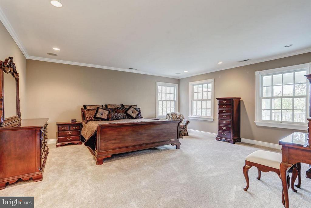 Spacious Master Suite - 12717 HARPERS FERRY RD, PURCELLVILLE