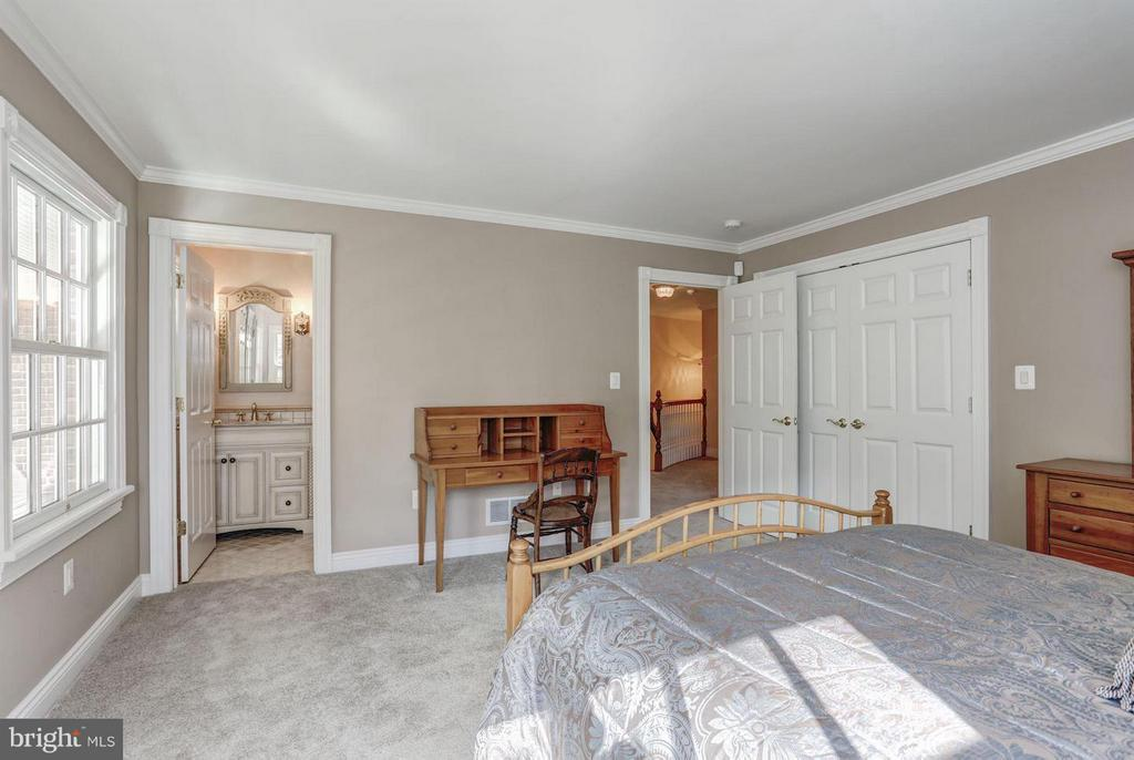 Bedroom with Private Bath - 12717 HARPERS FERRY RD, PURCELLVILLE