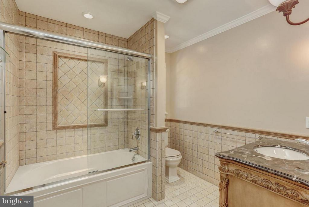 Upper Level Bath - 12717 HARPERS FERRY RD, PURCELLVILLE