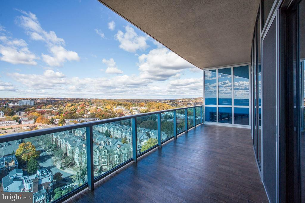 Large Tiled Terrace w/River Views - 1881 N NASH ST #2102, ARLINGTON