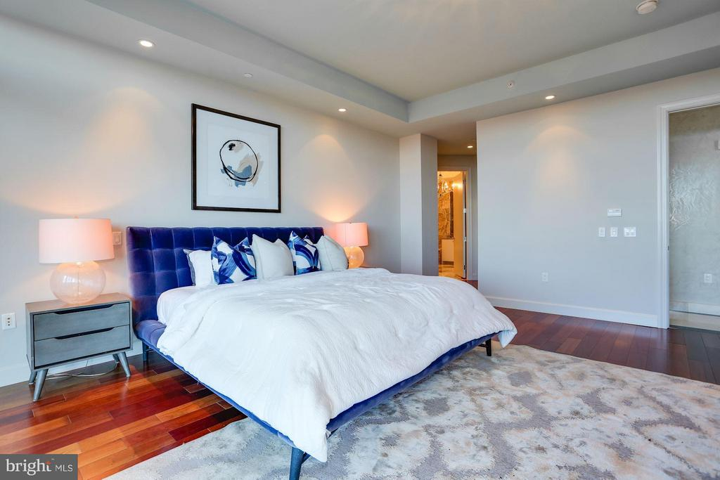 Master Suite with 2 Large Walk-In Closets - 1881 N NASH ST #2102, ARLINGTON