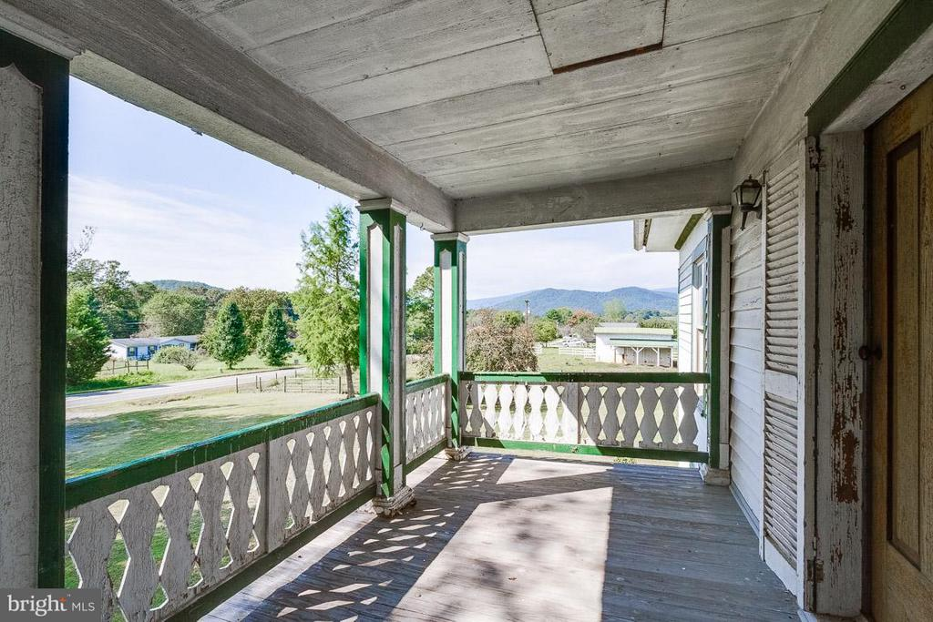 Watch the sunsets on the top balcony - 3667 WOLFTOWN HOOD RD, MADISON