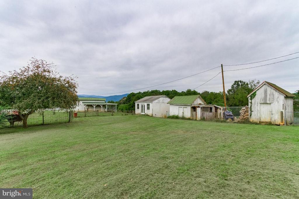 Cottage house/studio w/ elec & plumbing - 3667 WOLFTOWN HOOD RD, MADISON